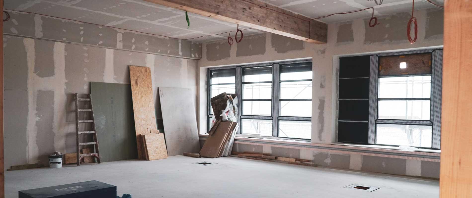 Neubauraum im modernen Innenausbau