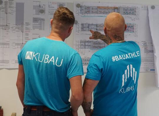 Bauunternehmenexperten bei der Bauplanung